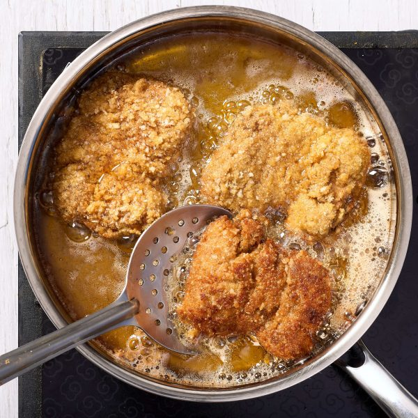 deep frying the chicken to make marghi na farcha